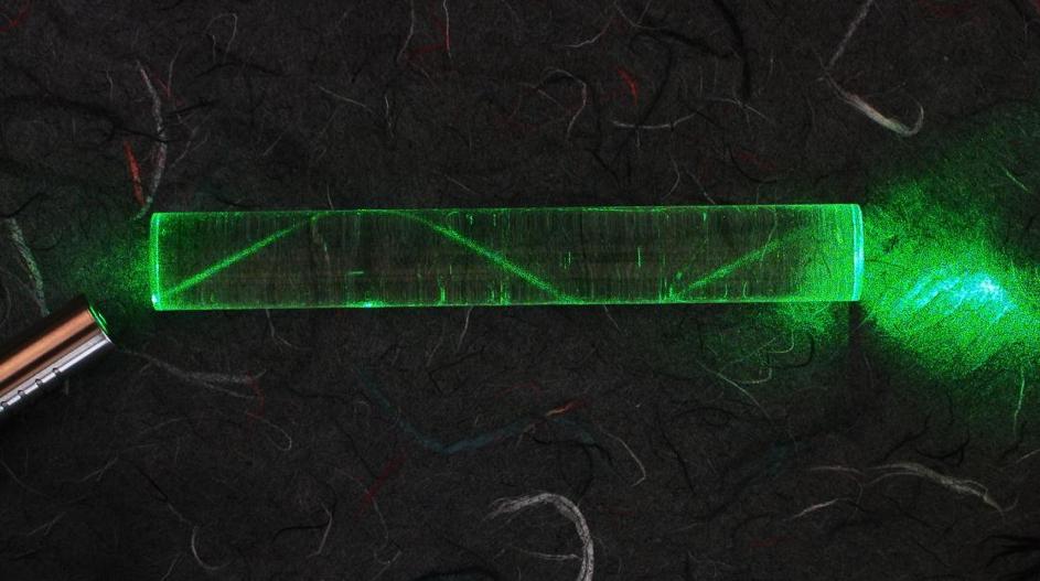 شکست نور در فیبر نوری